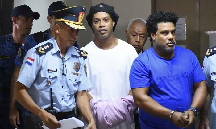 Una jueza decreta prisión preventiva para Ronaldinho Gaucho en Paraguay