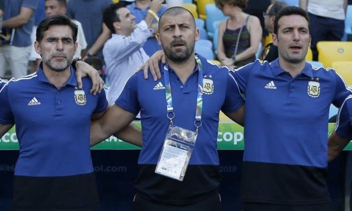 Roberto Ayala (izquierda), junto a Walter Samuel y Lionel Scaloni, este último DT de la Selección Argentina.