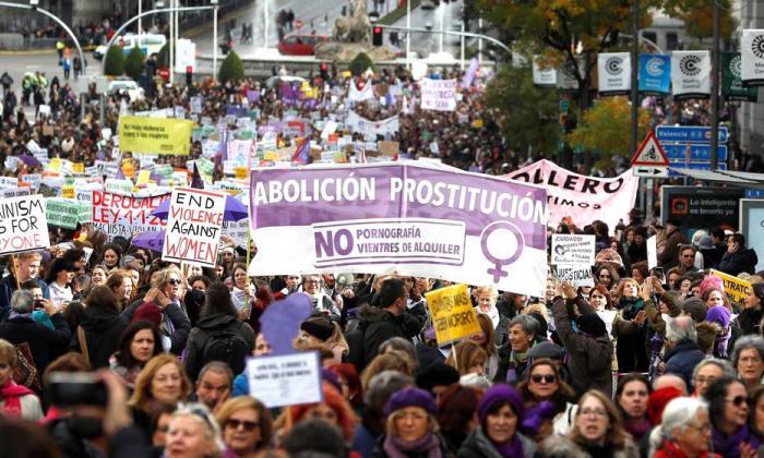 Mujeres marchan en Madrid en 2018 en el Día Internacional de la Eliminación de la Violencia contra la Mujer.