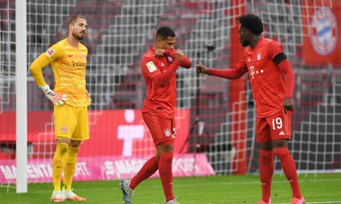 Gnabry celebra su tanto con el Bayern.