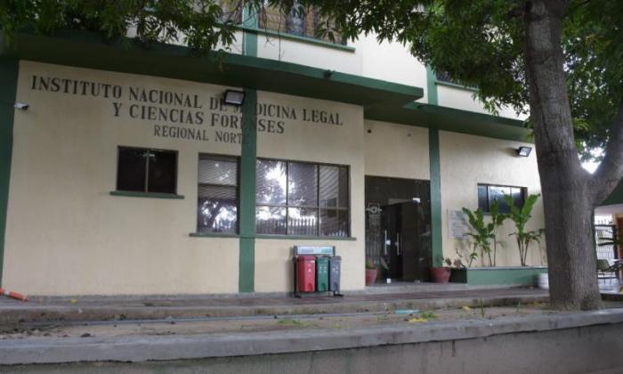 El cuerpo de la víctima fue trasladado a la morgue de Medicina Legal.