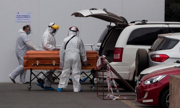 EE.UU. supera los 100.000 muertos por COVID-19 pensando en la reapertura