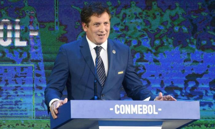 Domínguez expresa necesidad de retorno del fútbol, pero priorizando la vida