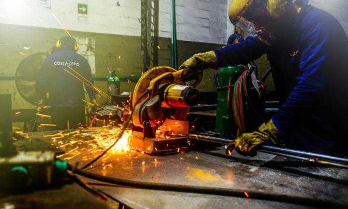 Trabajador del sector metalmecánico en Barranquilla.