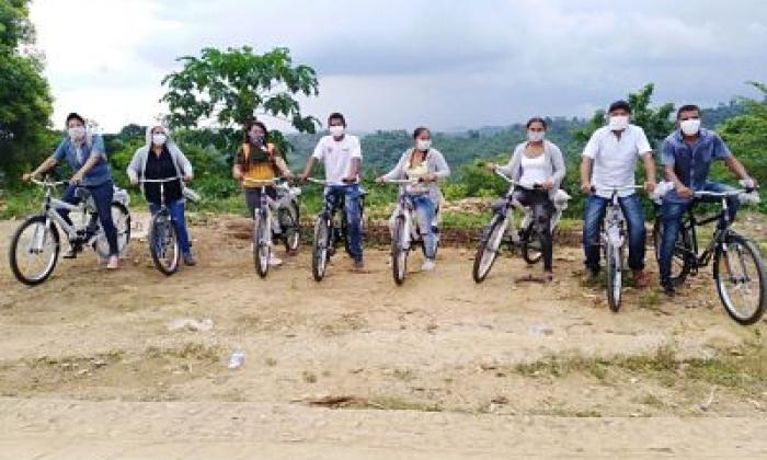 Donan bicicletas a campesinos restituidos de Chengue