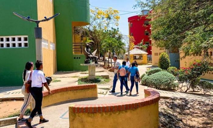 Destinan $20 mil millones para matrículas a universitarios en La Guajira