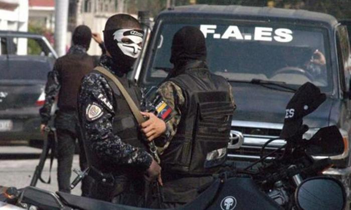 Policía mata a dos periodistas en estación de televisión venezolana