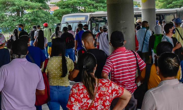 Reportan aglomeraciones en Transmetro por segundo día