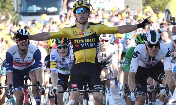 Van Aert se quedó con la quinta etapa; Alaphilippe cede el liderato