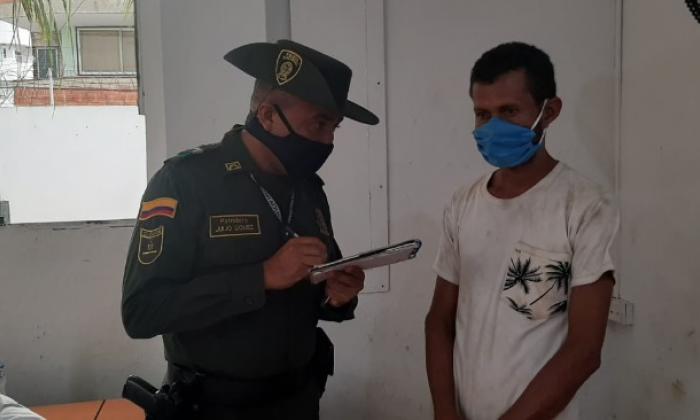 Policía identifica a hombres en moto que arrastraron un perro en Bolívar
