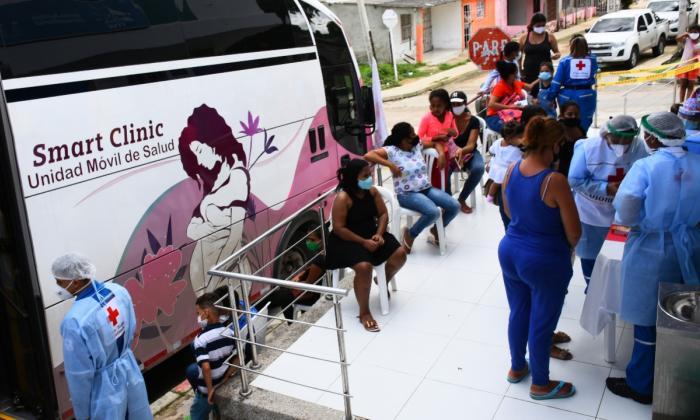 Una 'clínica rodante' atiende a población migrante en el Atlántico