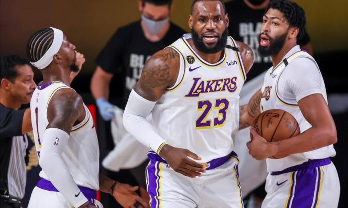 James, que le ganó el duelo individual al escolta James Harden, de los Rockets, encabezó la lista de seis jugadores de los Lakers que tuvieron números de dos dígitos.