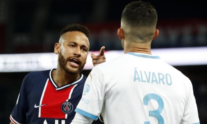 Álvaro González y Neymar mantienen su volcánico duelo en las redes