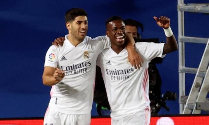 Vinicius en la celebración del gol con Marco Asensio.