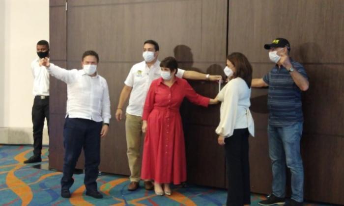 La Superservicios, Natasha Avendaño, el alcalde William Dau, la gerente de Afinia, Blanca Ruiz, el secretario de Energía de Bolívar, Wadi Romano, abren la puerta al nuevo operador de energía en la ciudad y en el resto del departamento.