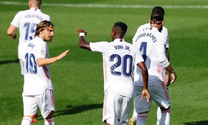 Real Madrid levanta un nuevo triunfo