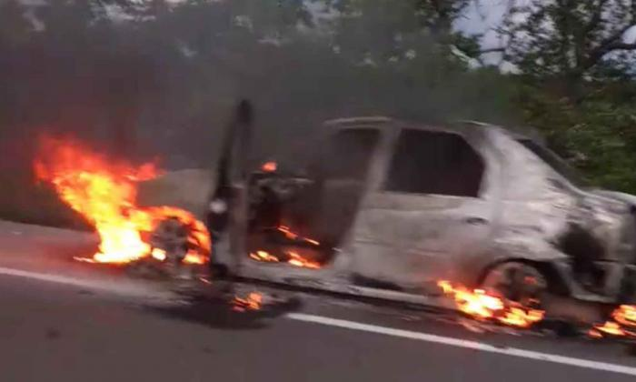 Automóvil se incendió en la Troncal del Caribe en jurisdicción de Tasajera