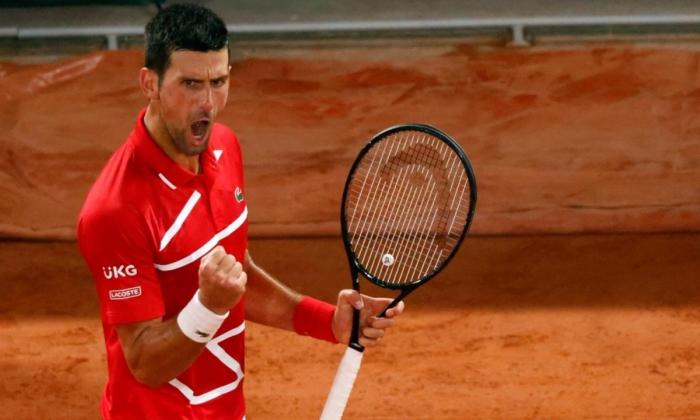 Novak Djokovic celebra su clasificación a cuartos de final de Roland Garros.
