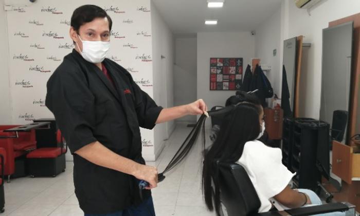 """""""Reapertura me permitirá ponerme al día con las deudas"""": dueño de peluquería"""