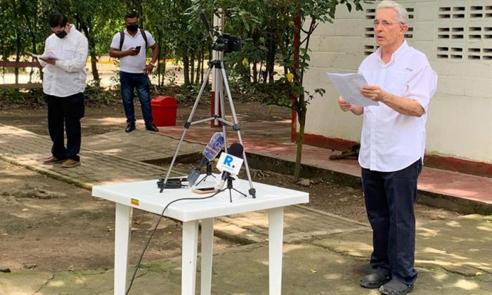 Uribe agradece apoyo de Trump y de expresidentes tras fallo que lo deja libre