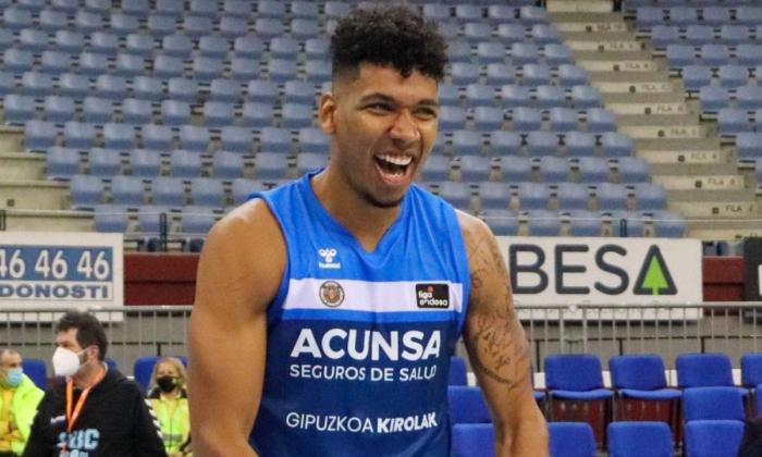 Jaime Echenique brilló en la primera victoria del Acunsa Gipuzkoa Basket.