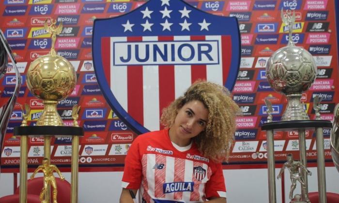 Chelsea Cabarcas durante su presentación oficial como nueva integrante de las Tiburonas.