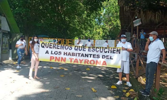Operadores turísticos protestan frente al Parque Nacional Tayrona