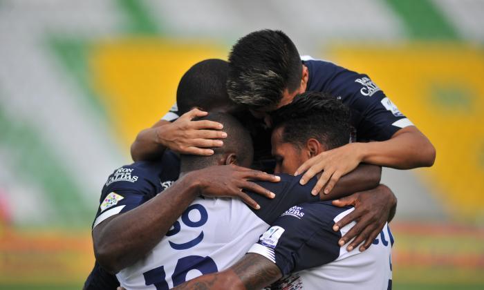 El festejo de algunos jugadores de Junior por el gol de Carmelo Valencia.