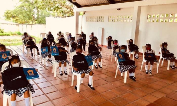 Entregan 3.400 kits a estudiantes de los municipios del Atlántico