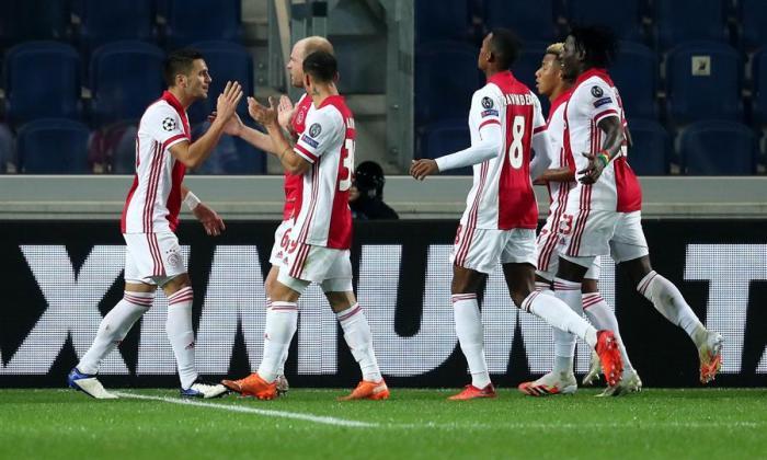 El Ajax deberá enfrentar el partido contra el Midtjylland con 17 jugadores, no todos del primer equipo.