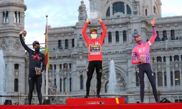 Roglic celebra su doblete en la Vuelta y Ackermann gana el esprint