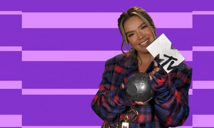 El poder latino de Karol G triunfa en los EMA de MTV