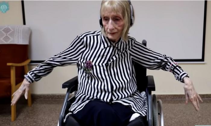 El video viral de Bailarina con Alzheimer recreando pasos con sus manos