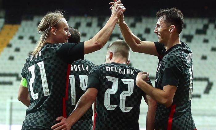 El croata Domagoj Vida en el juego de ayer ante Turquía.