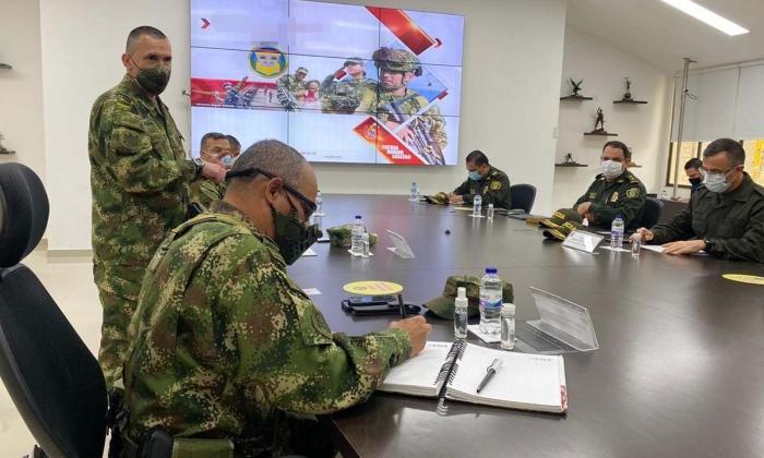 """Comandante de Ejército anuncia """"reentrenamiento"""" por caso del Huila"""