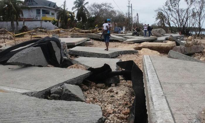 Una calle frente al mar de San Andrés, destruida por el paso del huracán Iota el pasado lunes.