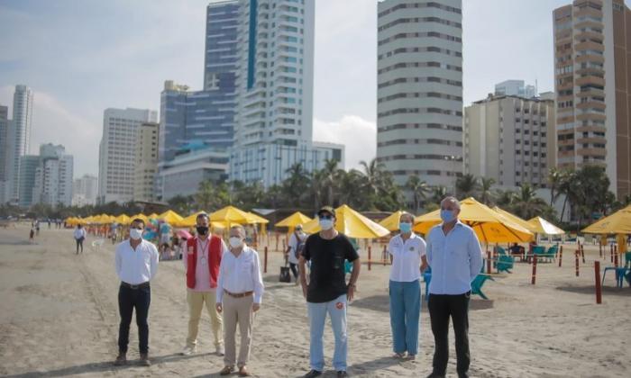 Con plástico reciclado fabrican mobiliario de playas de Cartagena