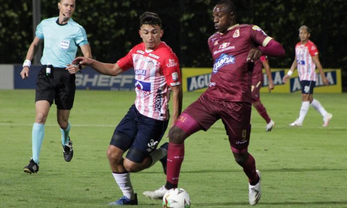 Fabián Ángel fue inicialista y compartió el mediocampo con Didier Moreno.