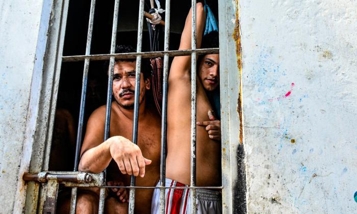 En video   A las estaciones de policía no les caben más detenidos