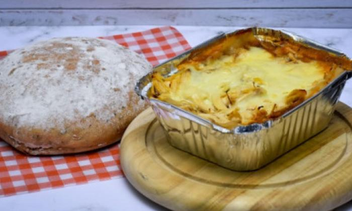 Lasaña de pollo en salsa napolitana y bechamel