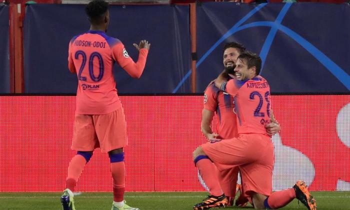 Giroud pone al Chelsea en octavos de final de la Liga de Campeones.
