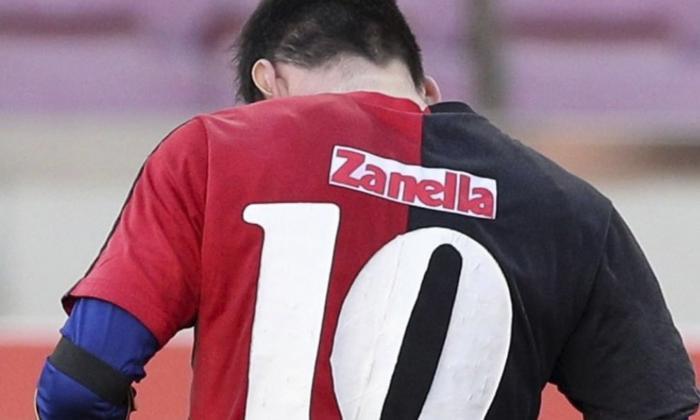 Messi es multado por lucir camiseta en homenaje a Maradona