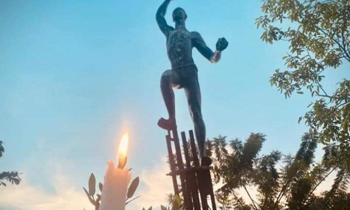 Con velas rindieron honores a héroes de las bananeras