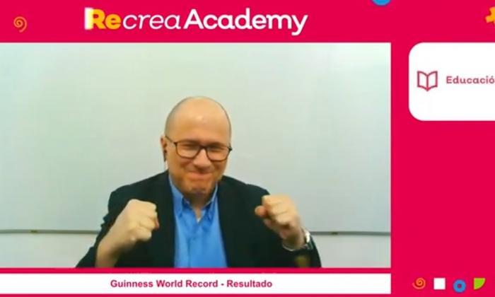 'Julio Profe' logró el Récords Guinness por la clase de matemáticas más vista