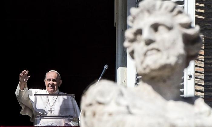 """El papa lamenta que el consumismo """"ha secuestrado la Navidad"""""""
