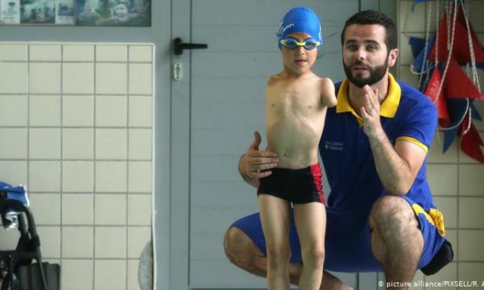 Ismail Zulfic, un niño bosnio sin brazos, nombrado 'Deportista del Año'