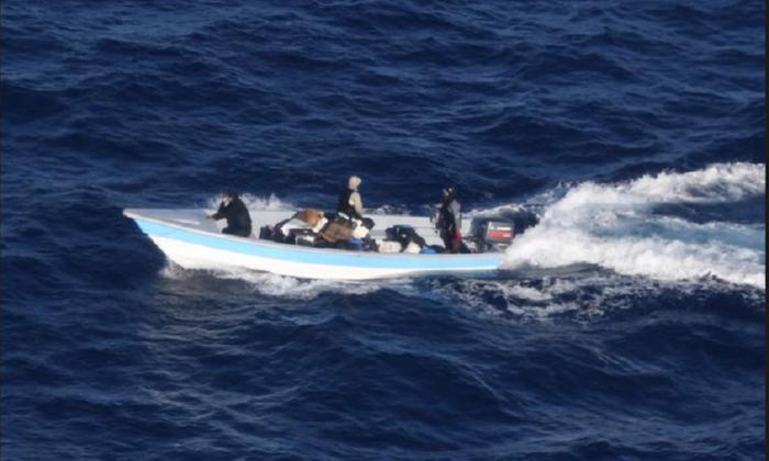 En operativos en altamar Policía Antinarcóticos y DEA decomisan kilos de coca