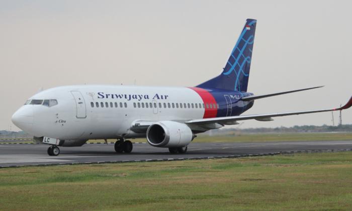 Avión con 62 personas a bordo cayó al mar en Indonesia