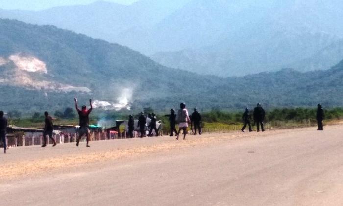 Invasores atacaron al Esmad durante desalojo en Ciénaga, Magdalena