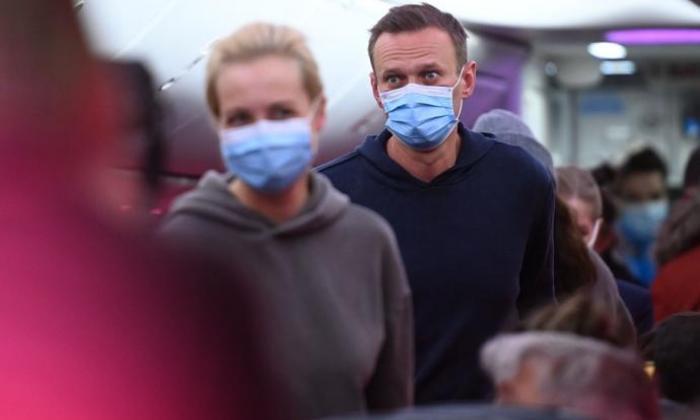 Rusia detiene a un policía por filtrar datos sobre envenenadores de Navalni